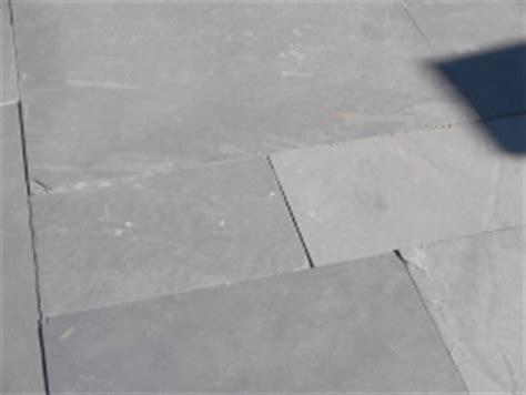 belag für terrasse hellgraue natursteinplatten bauunternehmen