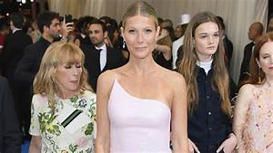 Gwyneth Paltrow Gets Glasses -- See Her New Look! - CBS ...