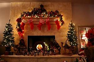 Awesome And Beautiful Christmas Tree With Fireplaces Design