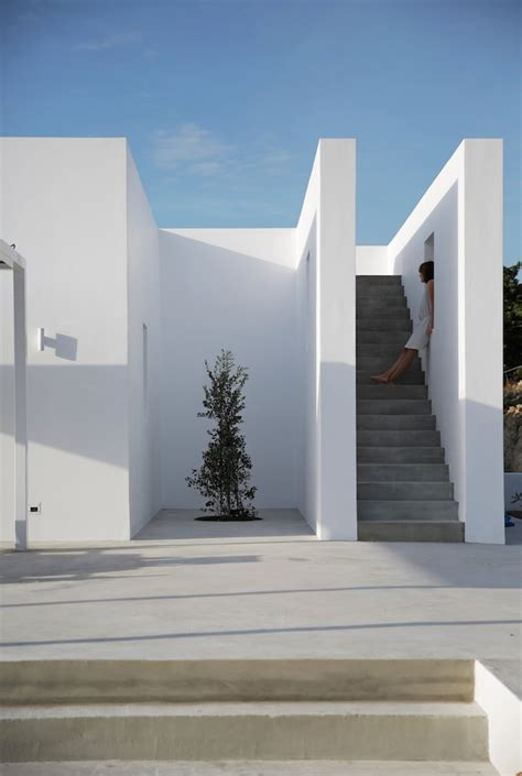 modern summer house   greek island ignantcom
