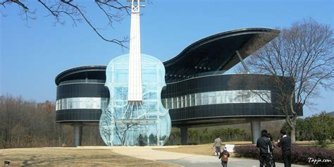 Amazing Unusual House Design With Guitar Shaped Wide Glass