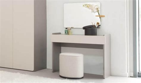 coiffeuse design pour chambre meuble coiffeuse pour chambre adulte bois gris design