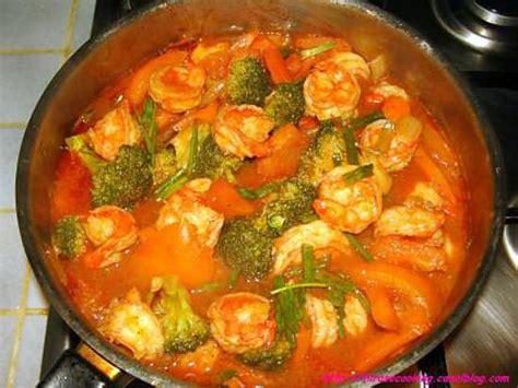 cuisiner des crevettes cuites recette de crevettes sautées aux légumes