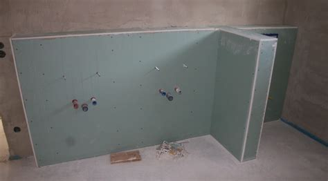 die abmauerungen  badezimmer und gaeste wc sind