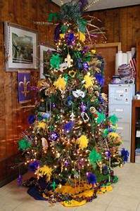 2015 Mardi Gras tree at Silks and Craft Supply