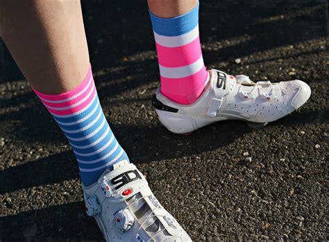 tic  bloc cycling socks blue pink