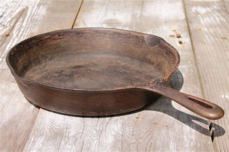 vintage cast iron cookware large frying pan skillets  chicken fryers