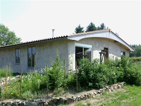 maison a vendre puy de dome maison 233 cologique en paille 224 vendre en auvergne puy de d 244 me 63 pr 232 s de vichy parc