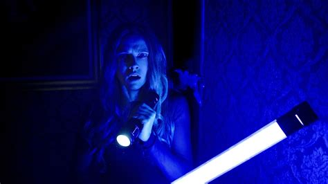 lights out review lights out brings true horror back to the horror genre