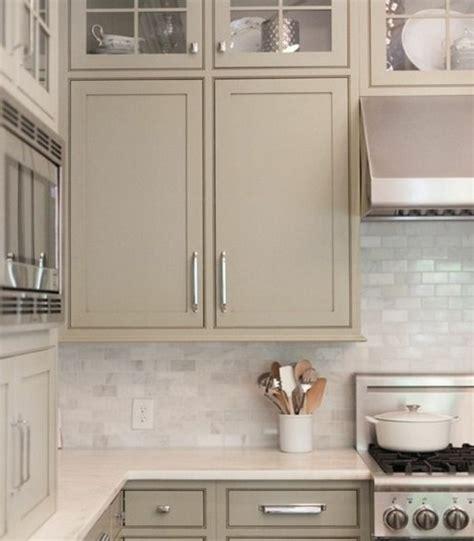 repeindre cuisine en gris cuisine taupe 51 suggestions charmantes et très tendance