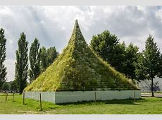 """""""The Living Pyramid"""" public plant giveaway documenta 14"""