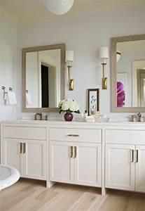 Oneswede, Parisian, Bathrooms