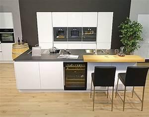 Küchenzeile Mit Insel : k chenzeile mit insel von k che aktiv mit hochwertigen ~ Michelbontemps.com Haus und Dekorationen