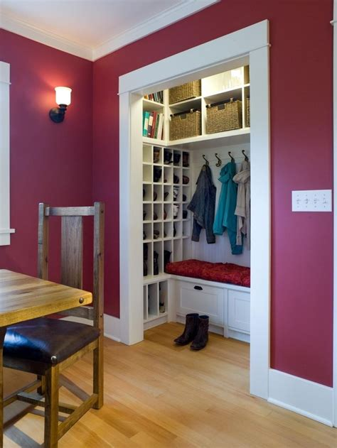Entry Closet Organization Ideas by 25 Best Ideas About Small Coat Closet On