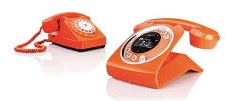 ouderwetse telefoon  modern jasje