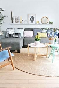 Beau canape d39angle cocooning joliment decore avec des for Canapé convertible scandinave pour noël decoration maison