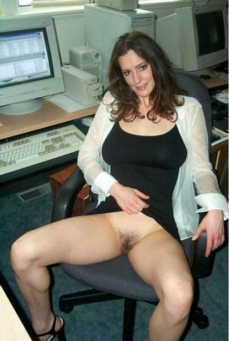How to spice up a boring day at work – MILF Update