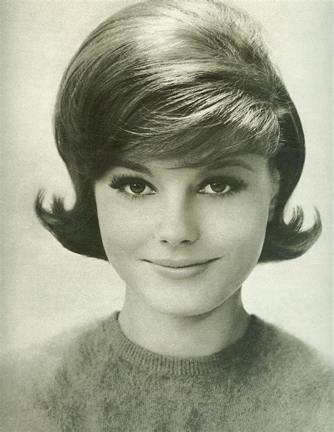 Hairstyles For In Their 60s by Classic Early 60 S Hairstyle From Seventeen August 1962