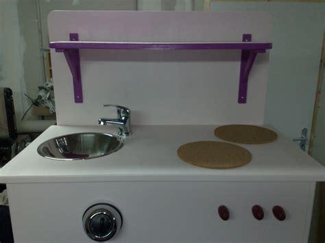 fabriquer cuisine en bois jouet fabriquer cuisine enfant simple cuisine en bois pour