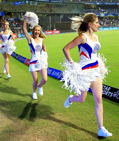 vote   sexiest cheerleaders   ipl  rediff