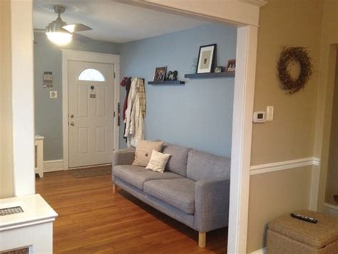 small living room  entry