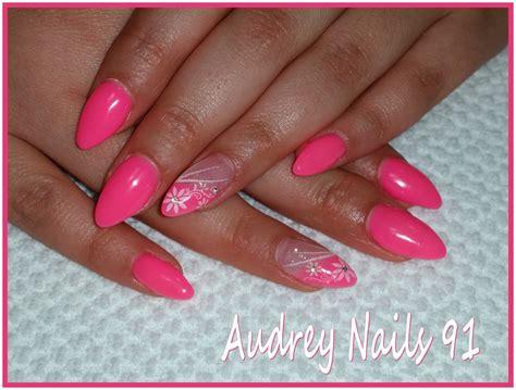 deco ongle couleur gel de couleur fluo sur ongles en stiletto d 233 co sting fleurs institut de beaut 233
