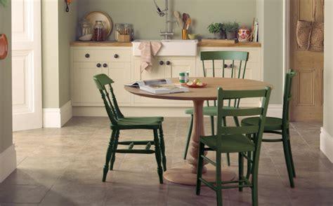 peindre chaise en bois repeindre des chaises en bois shake my