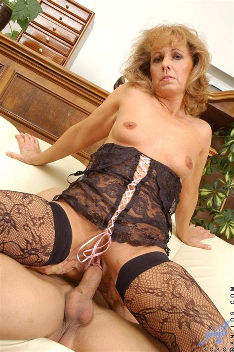 Mature Milf Martina Wearing Black Lingerie Tgp Gallery