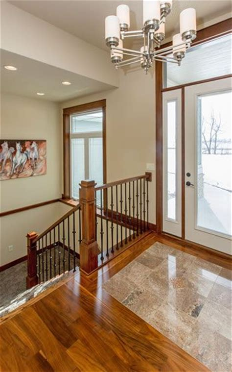 tuck staircase  basement  front door   open concept including  turn  landing