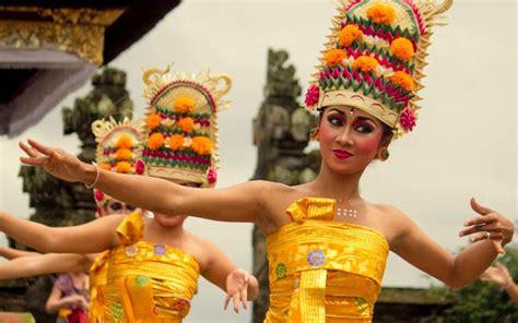 tari rejang tarian tradisional khas bali kamera budaya