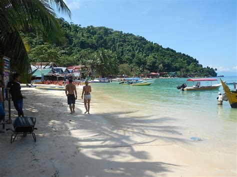 coral bay perhentian islands backpacking