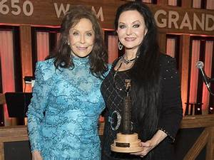 Crystal Gayle Becomes the Newest Member of the Grand Ole ...