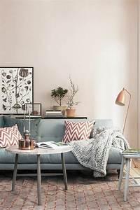 Canapé Rose Pale : d co salon murs de couleur rose pale canap bleu coussins d coratifs meubles de salon ~ Teatrodelosmanantiales.com Idées de Décoration