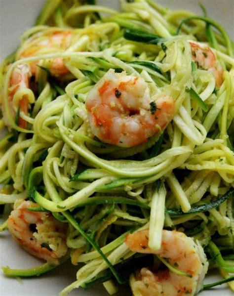 cuisiner une courgette spaghetti la recette du jour crevettes et spaghettis de courgette