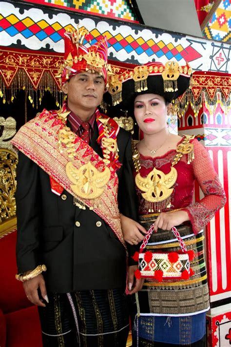 batak karo north sumatera traditional wedding costume
