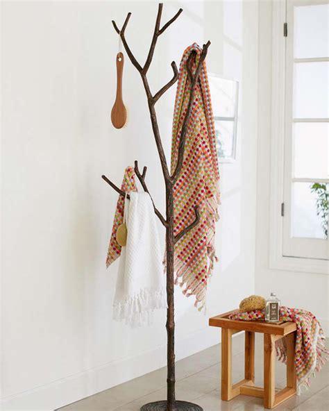 fabriquer un pied de le le porte manteau design arbre un classique dans l ameublement maison design feria
