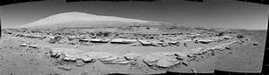 NASA's Curiosity Rover Looks Up at Huge Mars Mountain (Photos)