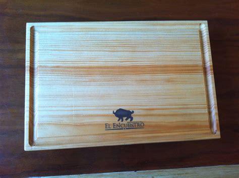 tabla plato madera pino  carnes sushi  logo