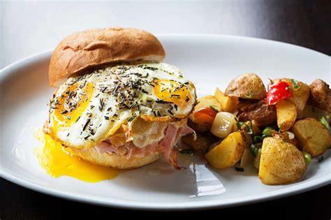 Menu roti ini cocok banget buat kamu yang ingin sarapan santai sambil menikmati kopi hangat di pagi hari. Brown Fox Waffle Coffee Menu - រូបភាពប្លុក | Images