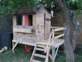 Cabane De Jardin En Palette by Build Easy Diy Playhouse From Pallets 99 Pallets