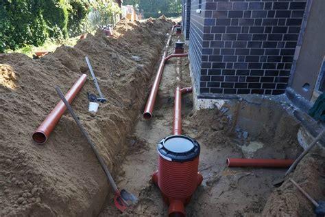 Abwasserrohre Wie Ein Profi Installieren by Kanalrohre Verlegen Abblaseleitung Sicherheitsventil