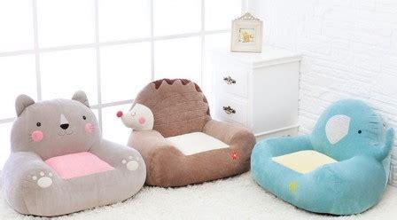 chambre bébé grise coussin pouf fauteuil canape pour enfant meuble