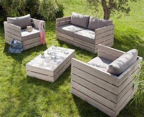 awesome patio lawn furniture made from repurposed palettes
