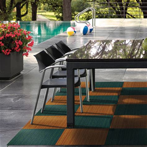 how to install indoor outdoor carpet on a wood deck