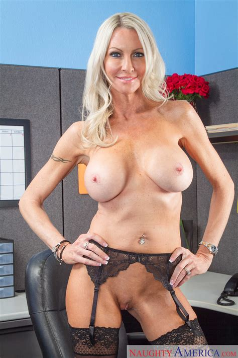 Emma Starr Is Playing With Her Pussy Milf Fox