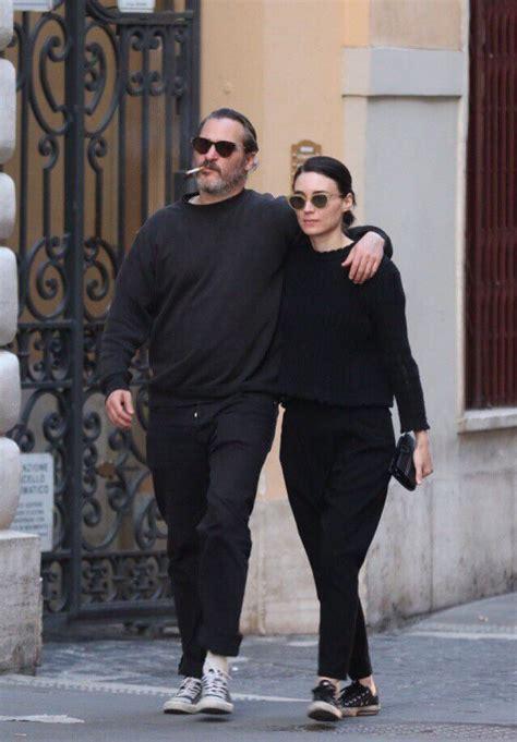 Joaquin Phoenix and Rooney Mara | メンズファッションスタイル, メンズファッション ...