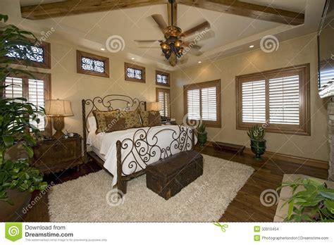 chambre coloniale chambre à coucher coloniale de style images stock image