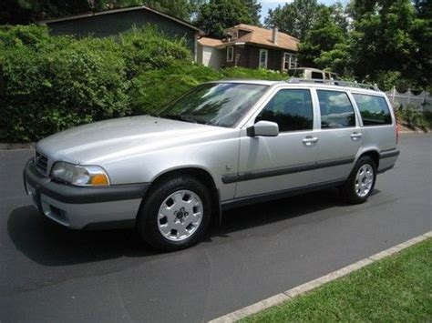 find   volvo  xc awd original  miles