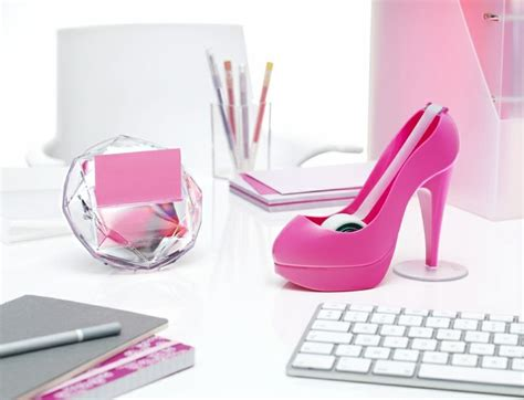 accessoires bureau fille girly office pink office decor for the