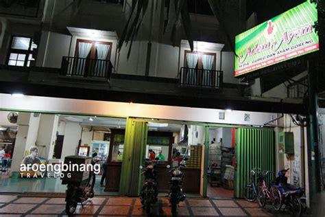 Dulu sewaktu aku masih kecil jika berada di kota ini selalu mampir untuk makan di sini. Rumah Makan Adem Ayem Solo
